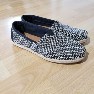 TOMS patterned flats